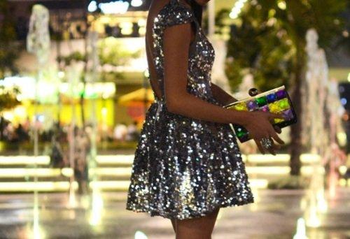 1260784bbb72 Τόλμησε ένα φόρεμα με παγιέτες
